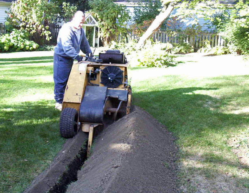 Yard Trenching via http://landscapeandsnow.com/blog/page/3/